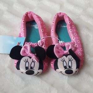 NWT girls Minnie Mouse Disney slippers